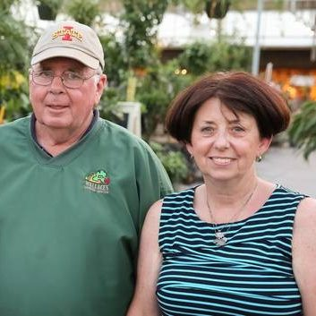 doug-and-ellen-nelson-Wallaces-Owners-since1981-400x353
